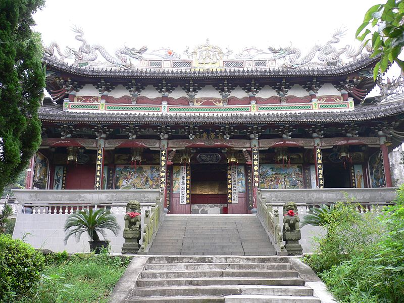 Chinese religion: Temple of the Golden Lotus on Jinshan, in Lucheng, Wenzhou, Zhejiang, China. Credit: Wikipedia commons